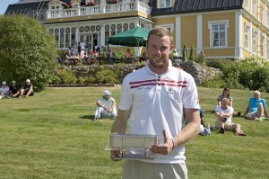 Kasper Estrup måtte en tur i vandet efter sin fornemme sejr ved Finnish Open - Presented by ECCO 2013