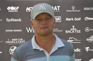 Eric Blom skød 64, -8 i anden runde af Mørk Masters 2013 og fører inden finalerunden