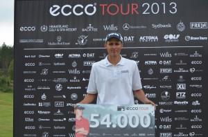 Mark Suursalu klarede sit første ECCO Tour cut i år og vandt Mørk Masters i samlet 17-under-par.