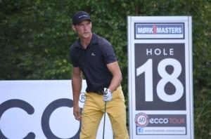 Rasmus Hjelm er bedste dansker inden sidste runde af Mørk Masters. Han jagter fredag Eric Blom og de øvrige svenskere.