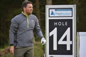 Daniel Løkke fører Thisted Forsikring Championship efter en fantastisk runde i tre under par, 69 slag under meget svære betingelser i Holstebro Golfklub.
