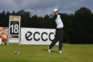 Anton Bergström fører med et slag inden finalerunde ved Danæg PGA Championship. Han skal lørdag forsøge at holde Nicolai Tinning, Peter Staalbo og flere andre danskere bag sig.