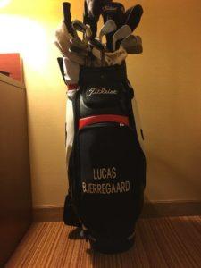 Køb Lucas Bjerregaards Titleist Tour Staff Golfbag nu. Den bliver meget værd, når Lucas vinder US Masters..