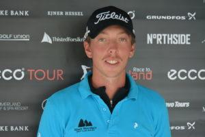 Björn Hellgren fører Mediter Real Estate Masters med to slag inden finalerunden, og kan tirsdag allerede sikre sig sæsonens anden sejr på Nordic Golf League