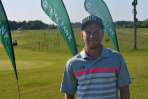 Philip Ulveman Juel-Berg deler føringen ved Jyske Bank PGA Championship by Ejner Hessel - hans første turnering som professionel.